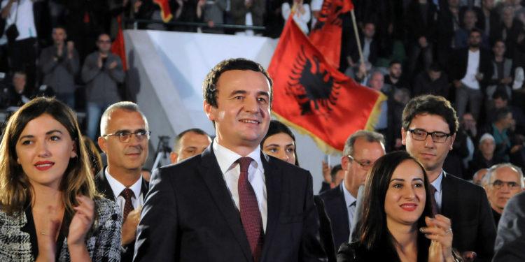 Albin Kurti, leader of the Self-Determination movement (Vetevendosje), attends a campaign rally in Mitrovica, Kosovo, September 25, 2019. Picture taken September 25, 2019. REUTERS/Laura Hasani - RC19C993F4C0