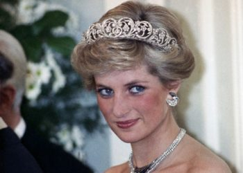 The Princess of Wales is pictured during an evening reception given by the West German President Richard von Weizsacker in honour of the British Royal guests in the Godesberg Redoute in Bonn, Germany on Monday, Nov. 2, 1987. Prince Charles and Princes Diana are touring Germany presently in an official state visit. (AP Photo/Herman Knippertz)